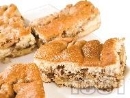 Рецепта Бърз и лесен реден сладкиш / кекс с пандишпаново тесто, блат от бисквити, масло и настъргани ябълки (с бакпулвер)